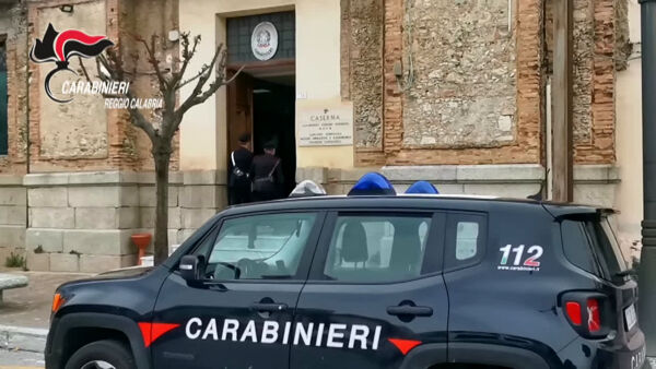 Partita a carte sfocia in litigio e finisce in accoltellamento, arrestato un 27enne | VIDEO