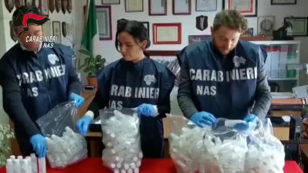 Finto gel anti covid in vendita: tre commercianti denunciati, sequestrate 1500 confezioni | VIDEO
