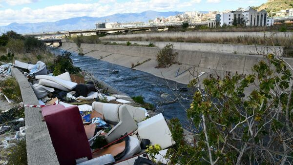Eternit, rifiuti speciali e urbani: sequestrata discarica abusiva nei pressi del torrente Calopinace |VIDEO