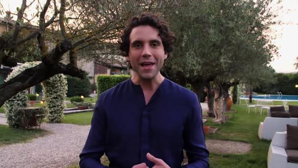 Mika, la star dei record fa tappa a Reggio Calabria nel suo tour in Italia | VIDEO