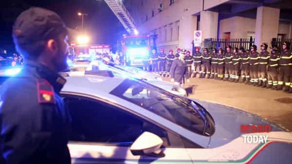 Sirene spiegate davanti al comando dei vigili del fuoco, l'omaggio a Nino Candido