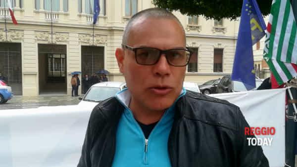 """Piazza Italia, ennesima protesta dei lavoratori Avr: """"Tra i due litiganti i terzi piangono"""""""