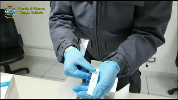 La guardia di finanza sequestra kit anti covid-19 potenzialmente pericolosi venduti sul web |VIDEO