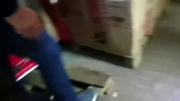 La municipale sequestra migliaia di articoli contraffatti in un negozio cinese