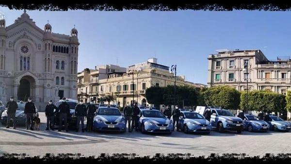 """Covid-19, il messaggio della Polizia ai cittadini: """"Torneremo forti solo rimanendo uniti""""  VIDEO"""